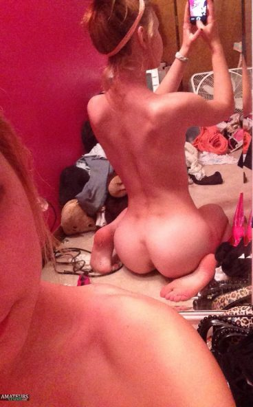 Tight bubble butt Deum0s from behind selfie gallery