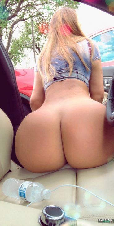 Favorite huge ass white girl nude pic in car