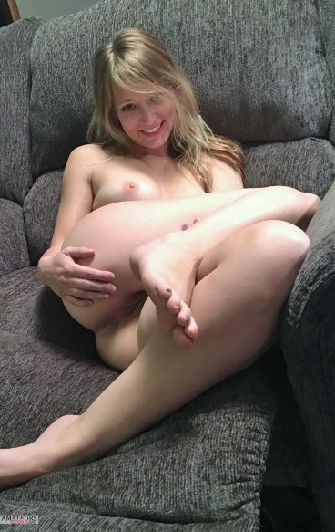 Exposed ex GF ass pussy couch photo leak