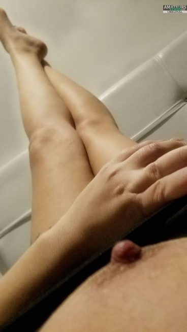 Beautiful exhibitionist hard nipple tit out from showing her pussy online