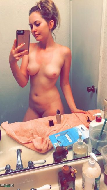 Very hot naked college amateur selfshot tits pic