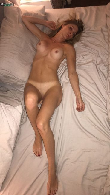 Mature naked amateur wife on bed hot