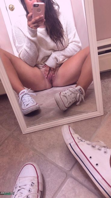 Tight nude wife pussy pic mirror selfie