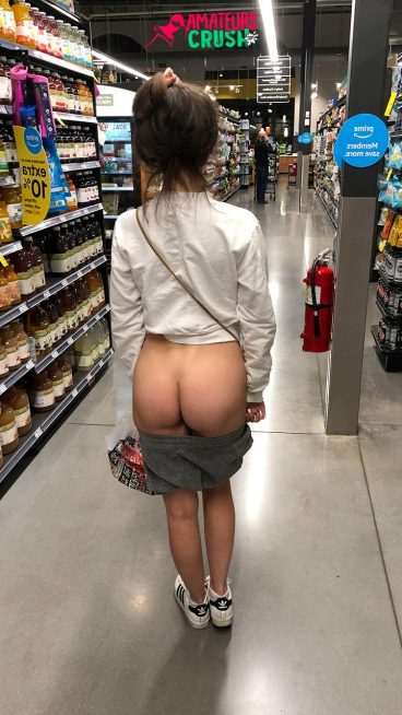 Amateur tight petite MILF nude ass public flash in store