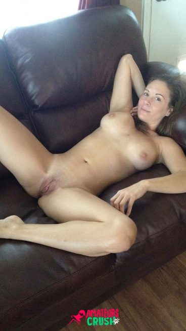 Young mature busty mom naked pussy bigboobs on couch