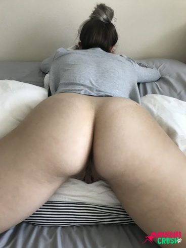 Nude young fat ass babe naked