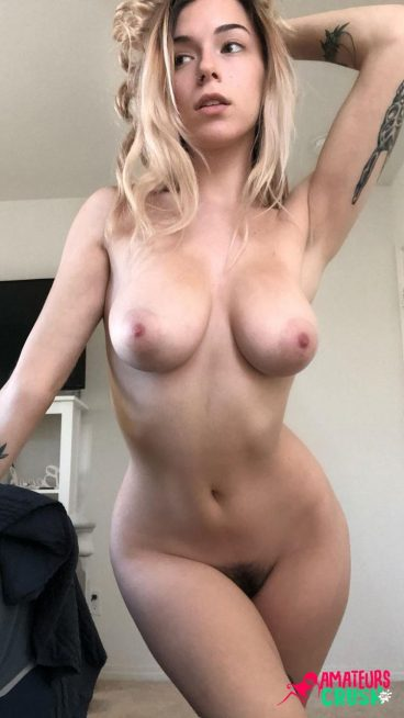 Photo de gros seins maison nue sexy