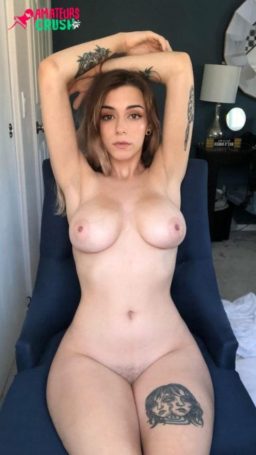 Beuatiful babe nue gros seins photos nues